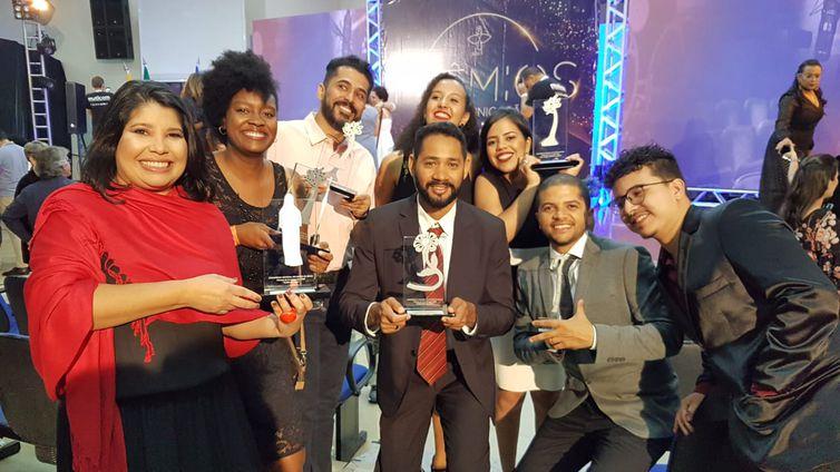 Equipe do programa recebe o prêmio