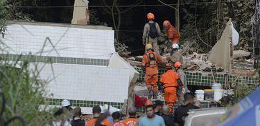Desabamento de dois prédios na comunidade da Muzema, no Rio de Janeiro