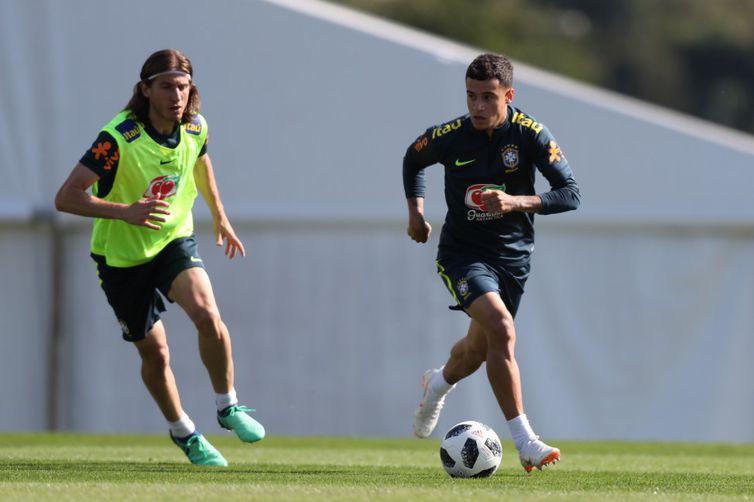 Felipe Luís e Coutinho participaram na manhã deste sábado (26) do último treino na Granja Comary