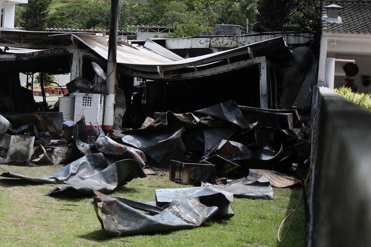 Centro de treinamento presidente George Helal, conhecido com Ninho do Urubu, é utilizado pela equipe de futebol do Flamengo. Foto da área destruída no centro de treinamento do Flamengo após incêndio.