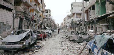 Um dia depois que o Conselho de Segurança da ONU aprovou resolução exigindo o fim dos conflitos na Síria, a região de Ghouta voltou a ser bombardeada neste domingo