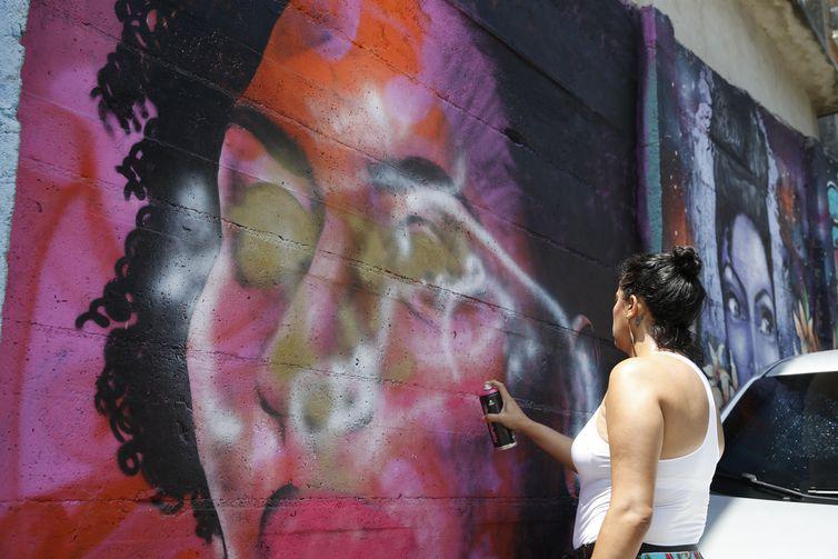 Grafite em homenagem a Marielle Franco feito por Pammela Castro na comunidade Tavares Bastos, na zona sul do Rio de Janeiro é refeito após ser vandalizado.