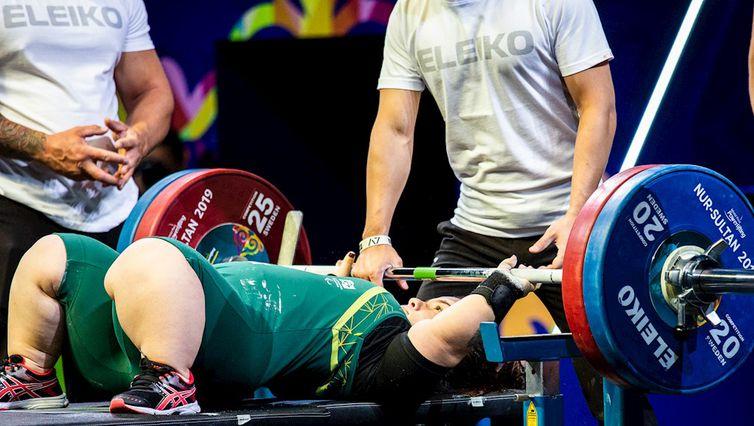 Mariana, de 21 anos, conseguiu levantar 120 kg e estabeleceu novo recorde das Américas para a divisão até 67 kg