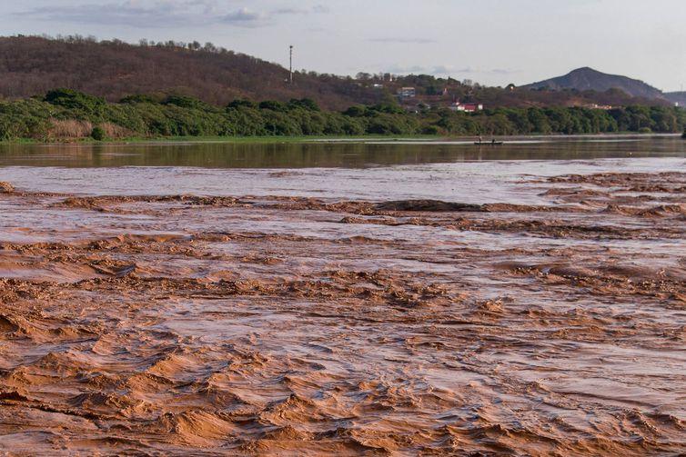 Governador Valadares (MG) - Passagem da lama pelo Rio Doce, por causa do rompimento de duas barragens em Mariana, Minas Gerais, causa desastre ambiental (Leonardo Merçon/Instituto Últimos Refúgios/Divulgação)