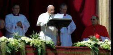 Papa Francisco, nesta Páscoa 2014, dirigindo Urbi et Orbi (à Cidade de Roma e ao mundo inteiro), da varanda central da basílica de São Pedro, a sua mensagem pascal (Rádio Vaticano)