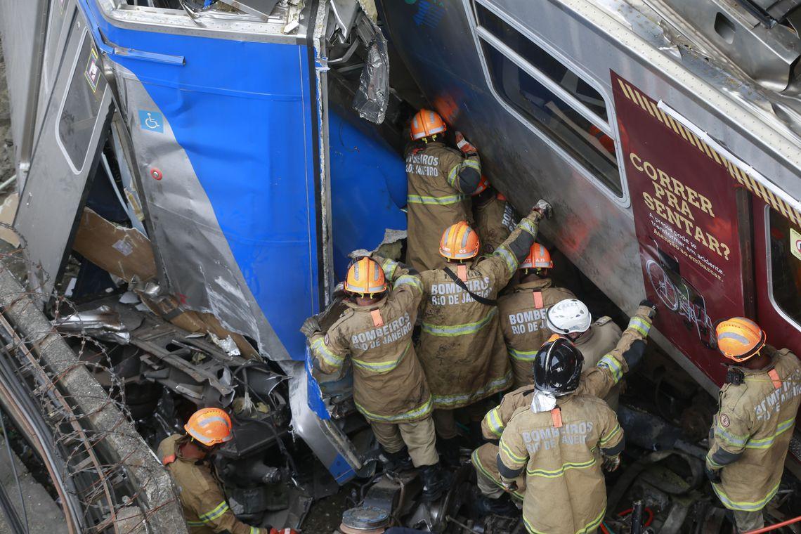 Dois trens bateram na Estação de São Cristóvão, na Zona Norte do Rio de Janeiro, na manhã desta quarta-feira