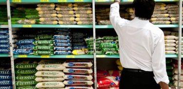 Alimentos estocados em armazém