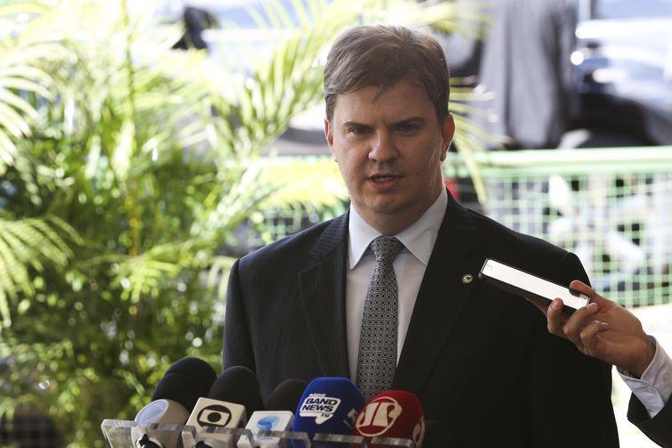 O futuro ministro do Desenvolvimento Regional, Gustavo Henrique Rigodanzo Canuto, fala à imprensa, no CCBB.