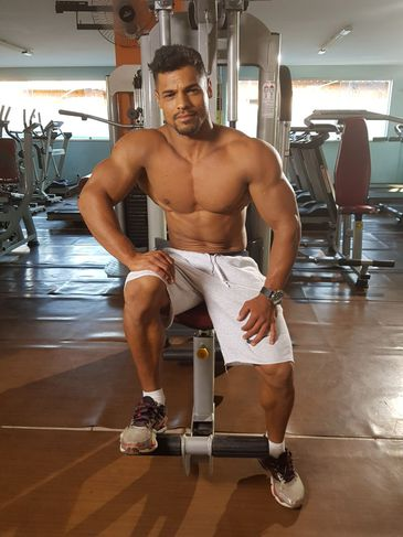 Carlos Physique é fisioculturista