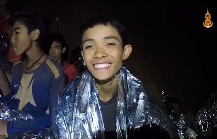 Crianças são encontradas com vida em caverna na Tailândia
