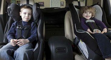 Crianças seguras no veículo