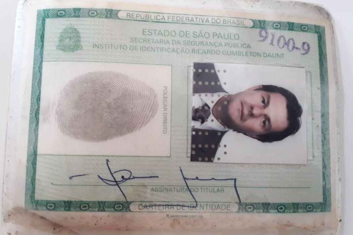 Bruno Farina, cidadão brasileiro, procurado pela Interpol. Possui mandado de detenção internacional pelos crimes de corrupção ativa e passiva, lavagem de dinheiro; organização criminosa. Sócio comercial de DarioMesser