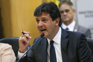 O novo ministro da Saúde, Luiz Henrique Mandetta, durante cerimônia de transmissão de cargo.