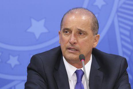 O ministro da Casa Civil, Onyx Lorenzoni, fala durante entrevista coletiva após cerimônia alusiva aos 200 dias de governo.
