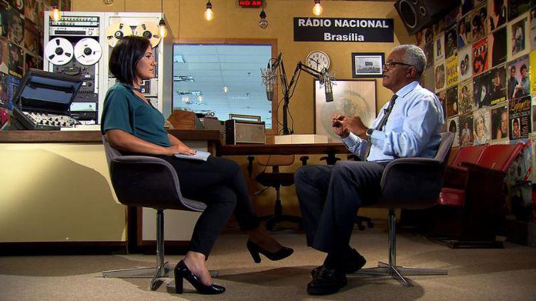 Roseann Kennedy conversa com o radialista Valter Lima