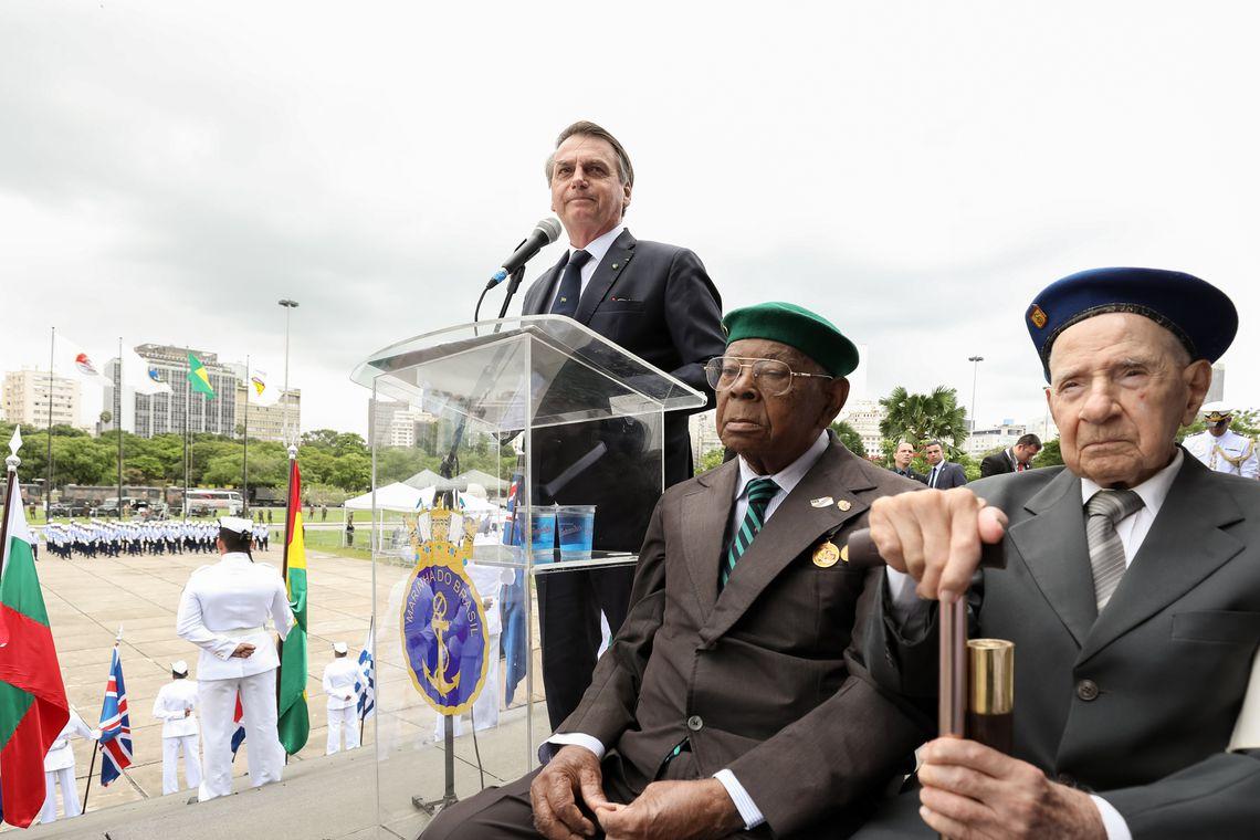 O Presidente da República, Jair Bolsonaro, participa da cerimônia  do Dia da Vitória e de Imposição da Medalha da Vitória.