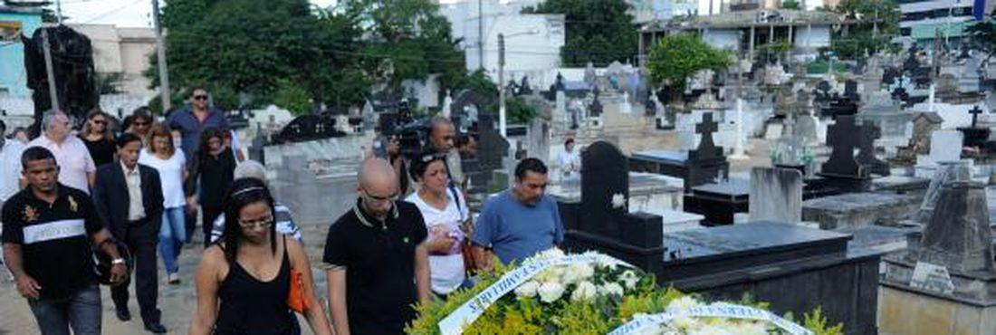 Enterro do coronel reformado do Exército, Paulo Malhães, no cemitério de Nova Iguaçu, na Baixada Fluminense