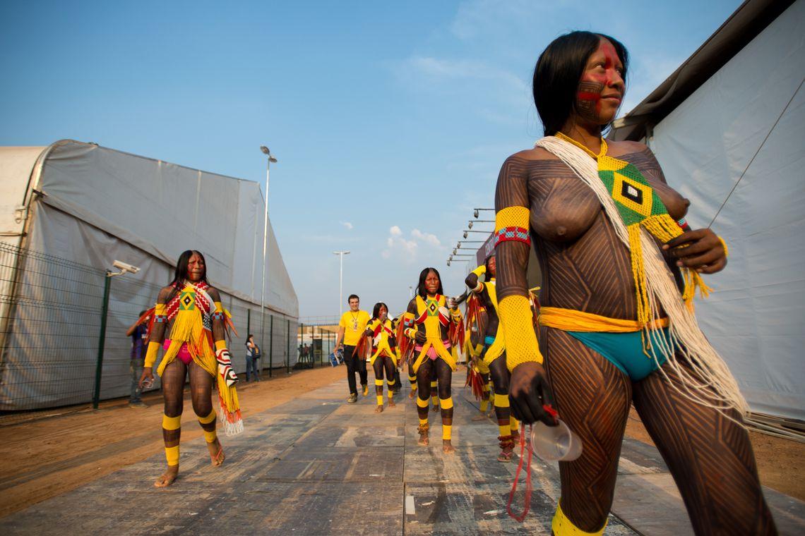 Palmas/TO - Índios Kaiapó fazem apresentação espontânea durante coletiva de imprensa ( Marcelo Camargo/Agência Brasil)