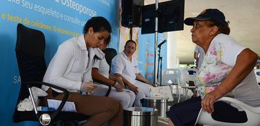 A Associação Brasileira de Avaliação  Óssea e Osteometabolismo (Abrasso) promove, no Dia Mundial de Combate à osteoporose, ação de conscientização sobre a doença, no Parque Ibirapuera