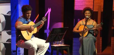 Cantora Nilze Carvalho e o músico Rudson Santos