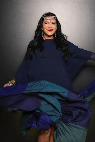A cantora Fortuna interpreta canções em ladino, língua falada pelos judeus vindos da Península Ibérica para Recife