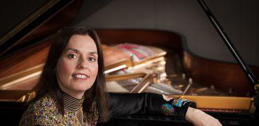 Pianista brasileira Clélia Iruzun