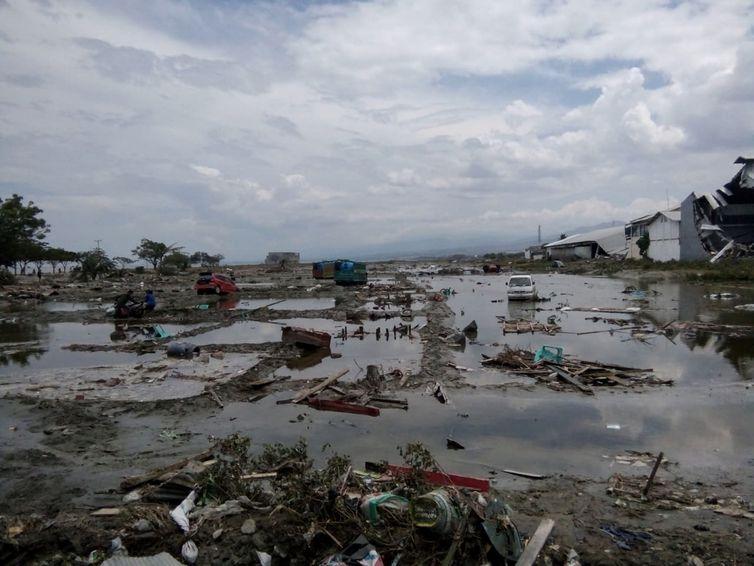 Onda Gigantesca atinge a zona costeira da Indonésia