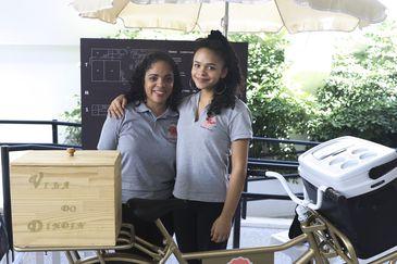 Juliana Barbosa Santos, com a filha