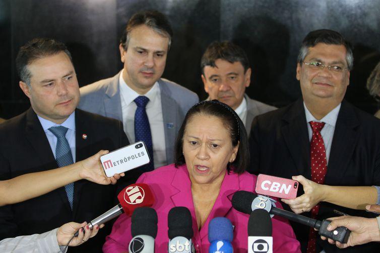 Governadores do Nordeste falam à imprensa após reunião com o presidente Jair Bolsonaro e com o ministro da Economia, Paulo Guedes. Na foto, fala a governadora do Rio Grande do Norte, Fátima Bezerra.