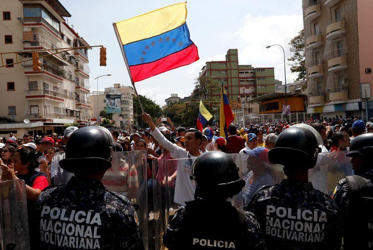 Os partidários da oposição participam de uma manifestação contra o governo do presidente venezuelano Nicolas Maduro em Caracas