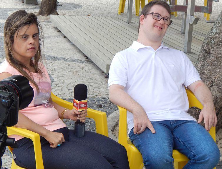 Fernanda Honorato e o auxiliar-administrativo Fernando Barbosa