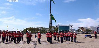 TV Brasil exibe a cerimônia da troca das bandeiras em Brasília