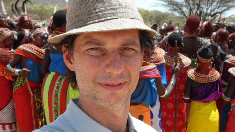 Luís Nachbin é o único homem na vila de Umoja, no Quênia