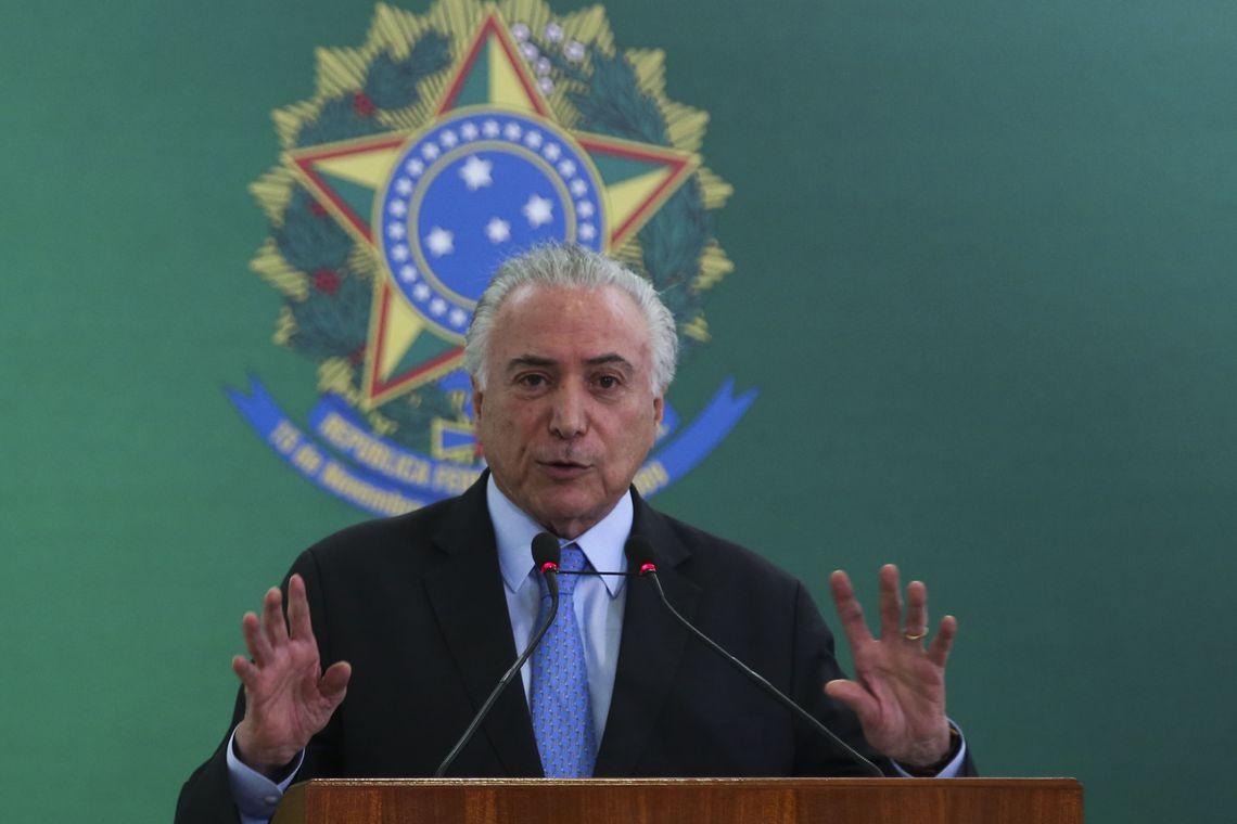 O presidente Michel Temer dá posse ao novo presidente da Embrapa, Sebastião Barbosa, no Palácio do Planalto.