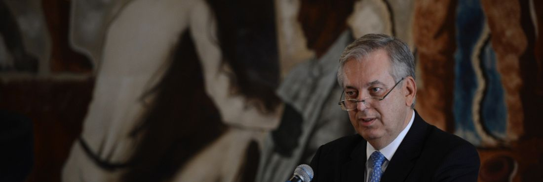 Em seu primeiro discurso no Itamaraty, o novo ministro das Relações Exteriores, Luiz Alberto Figueiredo Machado, defendeu hoje (28) o respeito e a preservação da hierarquia na casa