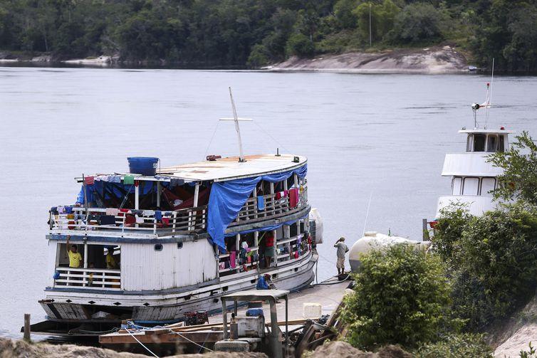 Assunção do Içana (AM) - Embarcação utilizada para o transporte de Indígenas do Alto do Rio Negro até a base de saúde indígena  (Marcelo Camargo/Agência Brasil)