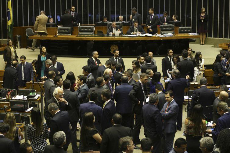Plenário da Câmara discute MP (840/18) que cria 164 cargos comissionados destinados ao Ministério de Segurança Pública.