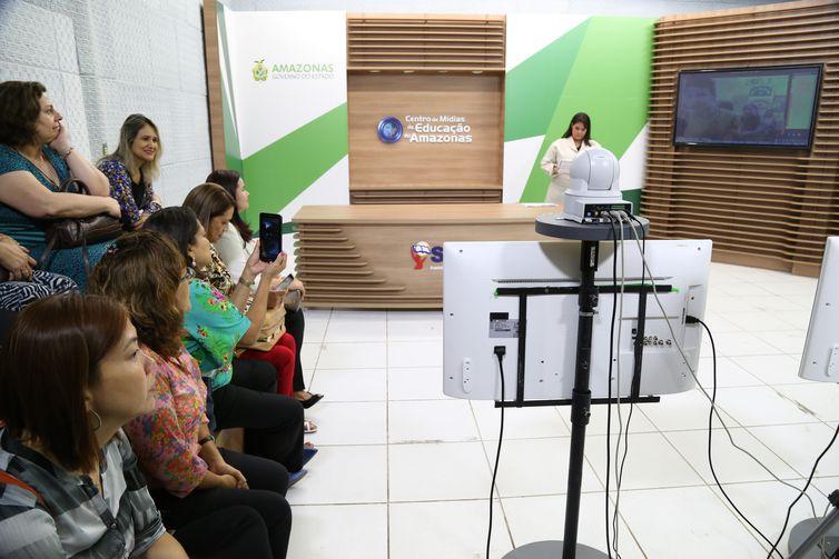 O projeto leva a locais isolados do Amazonas equipamento necessário para interatividade
