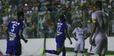 Cruzeiro usa uniforme em homenagem à mulher