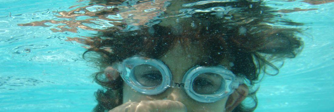 Cloro da piscina pode agravar alergias resporatórias e da pele