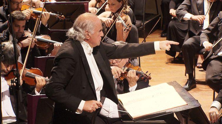 Partituras apresenta série de concertos Djanira sob regência do maestro Isaac Karabtchevsky