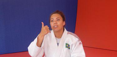 A judoca Marcele Félix, que é surda, conversa com nossa equipe sobre a paixão dela pelo judô