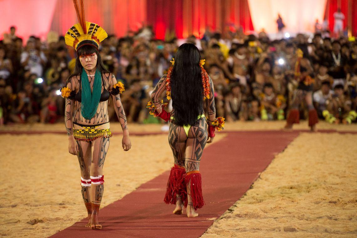 Palmas (TO) -  Mulheres de diversas etnias participam de desfile de beleza indígena durante os Jogos Mundiais dos Povos Indígenas  ( Marcelo Camargo/Agência Brasil)