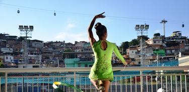 Foto vencedora do concurso Jogos Olímpicos Cotidianos, O Esporte nas Favelas feita por Hugo de Lima Oliveira, morador do Complexo do Alemão