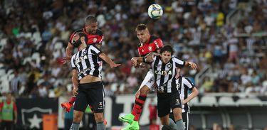 O Flamengo tem a vantagem do empate no confronto