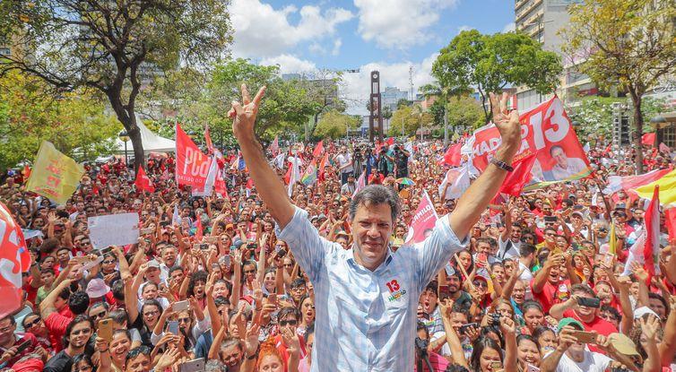 O candidato à Presidência da República pelo PT, Fernando Haddad, durante ato em Fortaleza, Ceará.