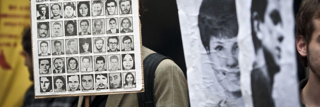 Em outubro de 2012 movimentos sociais, coordenados pelo Frente do Esculacho Popular, realizam ato na Avenida Paulista, em São Paulo, para expor publicamente ex-militares e policiais acusados de tortura e homicídios durante a ditadura militar