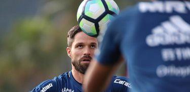 Diego voltou aos trabalhos com bola