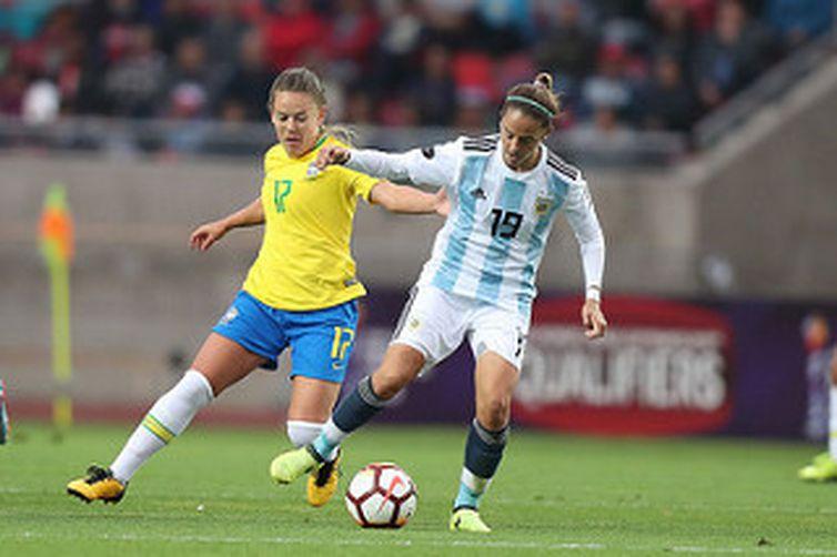 A seleção brasileira não teve dificuldade para vencer por 3 x 0 o time da Argentina na sua segunda partida da fase final da Copa América de futebol feminino