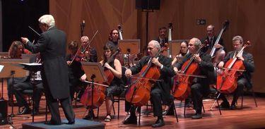 Orquestra de Cordas da UFRJ, sob a regência do maestro Roberto Duarte